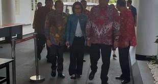 Gubernur Olly Dondokambey bersama seluruh Bupati dan Walikota memasuki Istana Kepresidenan.(Foto: ist)