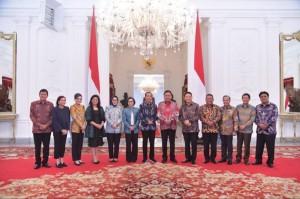 Presiden RI Jokowi, Gubernur Olly Dondokambey dan para Bupati / Walikota se-Sulut di Istana Kepresidenan, baru-baru ini.