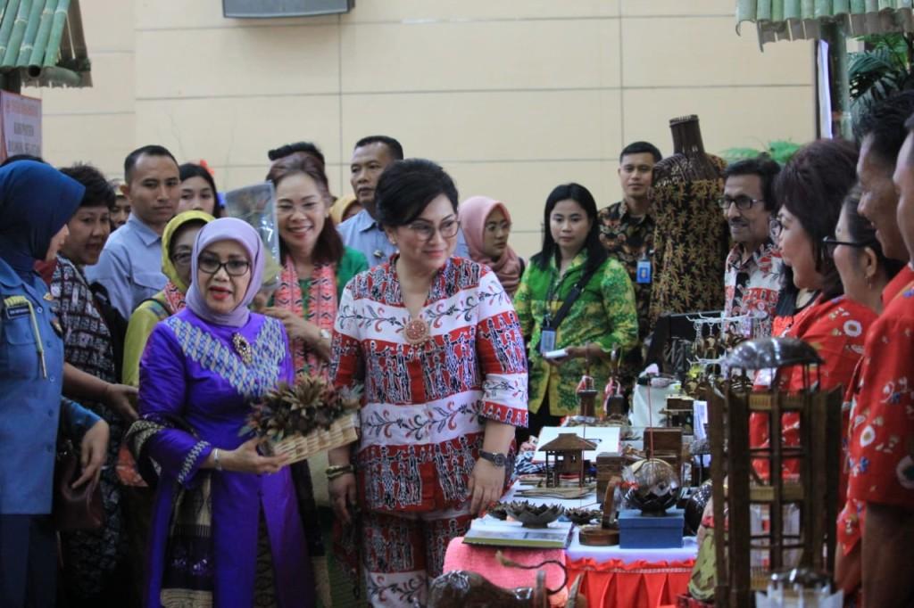 Ibu Hj. Mufidah Jusuf Kalla bersilaturahmi dengan segenap Pengurus Dekranasda Provinsi dan Kabupaten/Kota se-Sulawesi Utara