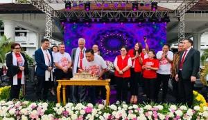Tiup lilin dalam rangka memperingati HUT ke-49 Wilayah Manado Tenggara.(Foto: hms)