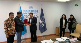 Gubernur Olly Dondokambey didampingi Sekprov Edwin Silangen dalam pertemuan dengan Direktur Eksekutif UNWTO Zhu Shanzong, di Spanyol, Rabu (8/5/2019).(Foto: hms)