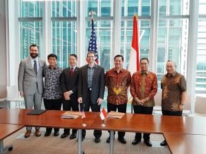 Wakil Dubes AS menyambut baik kerjasama perusahaan AS dengan Pemprov Sulut. Tampak Wagub Sulut Steven Kandouw bersama Wakil Dubes AS, dan President of Forever Ocean Corporation usai penandatangan MoU, Kamis (9/5/2019).(Foto: hms)