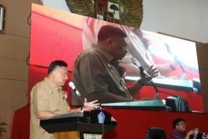 Gubernur Olly Dondokambey saat menghadiri Penamatan Siswa SMA Negeri 1 Manado, Selasa (14/5/2019) siang.(Foto: hms)