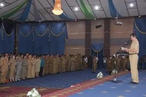 Walikota saat memimpin apel pasca libur dan cuti bersama PNS Manado