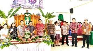 Ibadah syukur HUT ke-106 Jemaat GMIM Immanuel Kaima, Minahasa Utara, Gubernur Olly Dondokambey turut dihadiri Gubernur Sulut Olly Dondokambey, Minggu 30 Juni 2019.(Foto: dokhms)