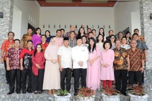 Wagub juga mengunjungi rumah Wakil Walikota Kotamobagu Nayodo Koerniawan, dan kediaman Asisten II Pemprov Sulut Rudi Mokoginta.(Foto: dok/hms)