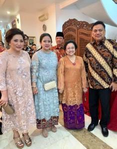Gubernur Sulut Olly Dondokambey bersama Ketua TP PKK Sulut Rita Dondokambey-Tamuntuan saat bersilaturahmi dengan keluarga Presiden kelima RI Megawati Soekarnoputri.(Foto: dok/hms)