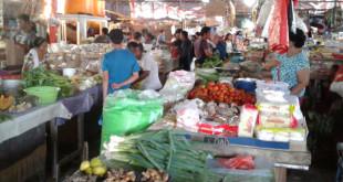 Distribusi sembako di Talaud sempat terhambat akibat kapal pengangkut terhalang badai. Tampak suasana di salah satu pasar di Talaud.(Foto: ggl)