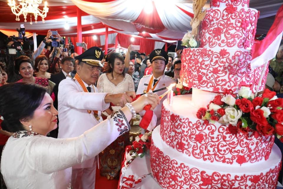Prosesi Pemotongan kue HUT ke-74 Kemerdekaan RI.(Foto: ist)