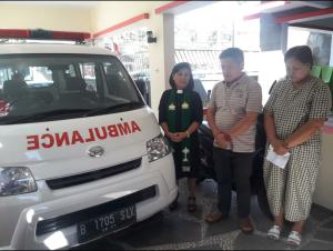 Ambulance yang diserahkan ke Ketua DPC PDI-Perjuangan Minut Denny Lolong.(Foto: ist)
