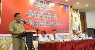 Gubernur Sulut Olly Dondokambey saat memberikan kuliah umum kepada mahasiswa UKIT, di Auditorium Bukit Inspirasi, Kota Tomohon, Senin 2 September 2019.(Foto: hbm)