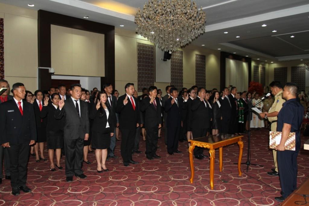 Komitmen Pemerintah Provinsi Sulawesi Utara untuk menerapkan merit system, dimana penempatan PNS berdasarkan kompetensi dan kualifikasi tergambar dalam seremonial pelantikan yang digelar pada Selasa 20 Agustus 2019, di ruang CJ Rantung, kantor Gubernur Sulut.(Foto: dok/bkdsulut)