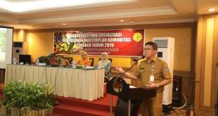 Kepala Dinas Perkebunan Sulut Refly Ngantung saat sambutan pada pembukaan Rakor dan Sosialisasi Penyusunan Masterplan Pengembangan Kawasan Komoditas Cengkeh Tahun 2019, di Manado, Selasa 15 Oktober 2019.(Foto: hbm)