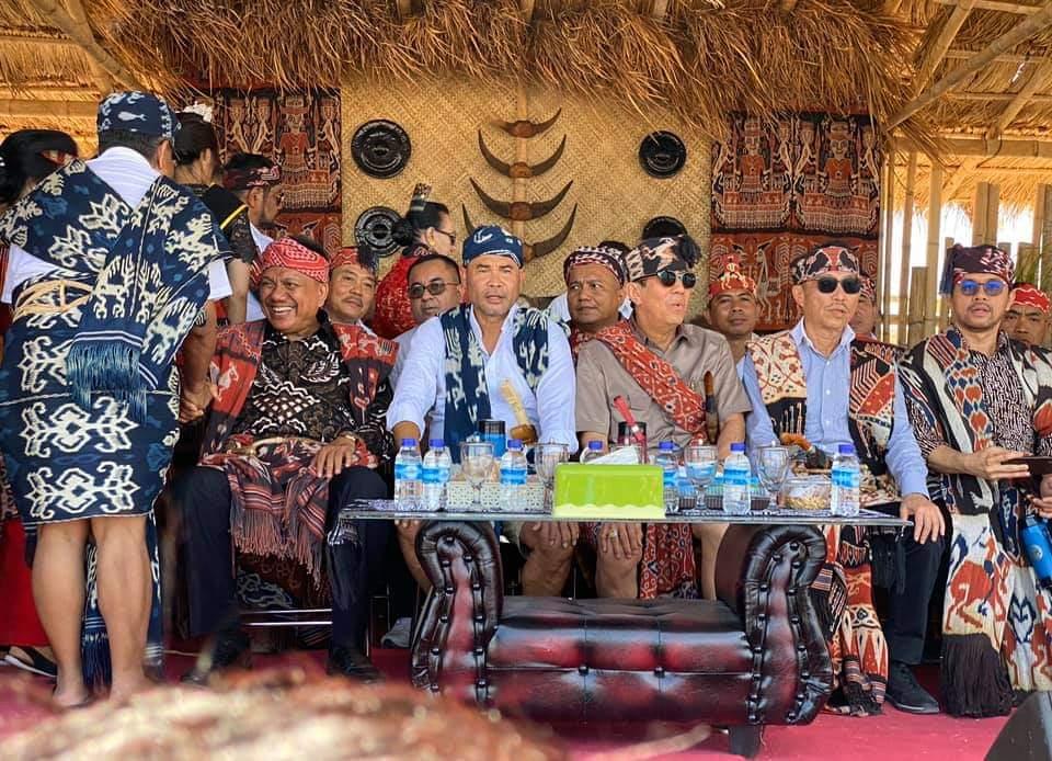 Gubernur Sulut Olly Dondokambey SE bersama Menteri Hukum dan HAM RI saat pembukaan Sidang Raya.(Foto: hbm)