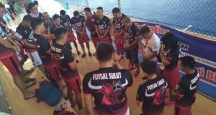 Tim Futsal Sulut memang 9-1 atas tim Kejagung.(Foto: hbm)