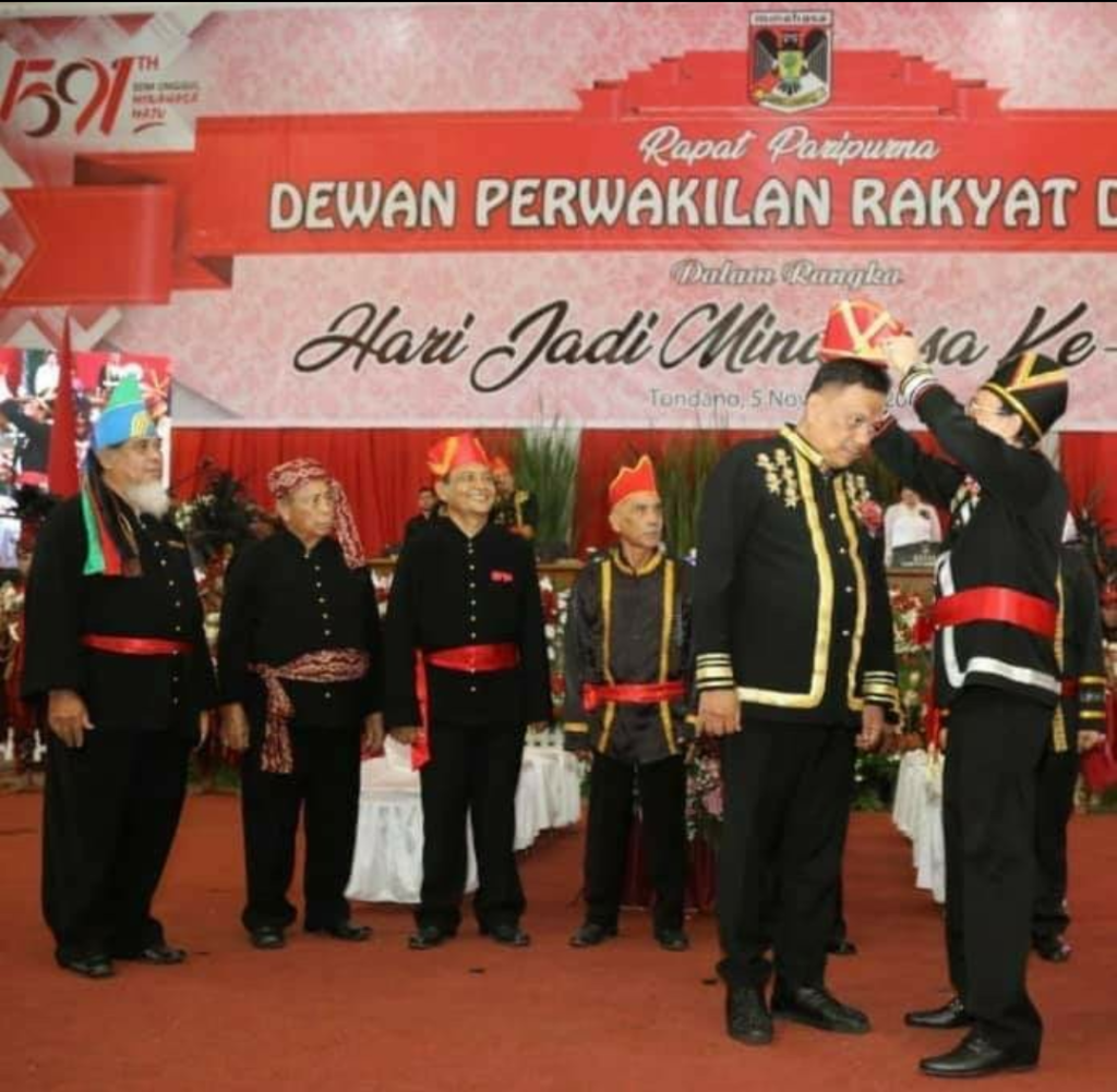 Gubernur Sulut Olly Dondokambey SE dikukuhkan sebagai Tonaas Wangko Um Banua oleh Majelis Kebudayaan Minahasa.(Foto: hbm)