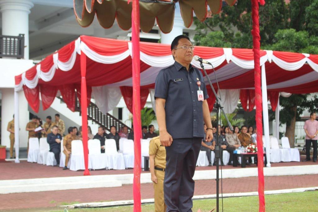 Sekprov Sulut Edwin Silangen SE MS menjadi Irup Hari Bakti PU ke-74 Tahun 2019 Provinsi Sulut, di lapangan kantor gubernur, Selasa 3 Desember 2019.(Foto: hbm)