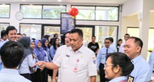 Gubernur Sulut Olly Dondokambey SE dan Wagub Drs Steven Kandouw serta Sekprov Edwin Silangen SE MS di Kantor Pajak Pratama Manado, Rabu 26 Februari 2020.(Foto: hbm)