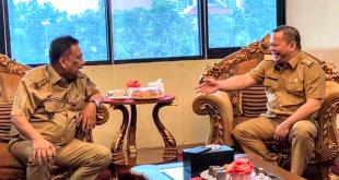 Gubernur Sulut Olly Dondokambey menerima kedatangan Bupati Kabupaten Kepulauan Talaud Elly E Lasut dan Wakil Bupati Mochtar Parapaga (tidak tampak pada foto), di ruang kerja Gubernur, Senin 2 Maret 2020.(Foto: ist)
