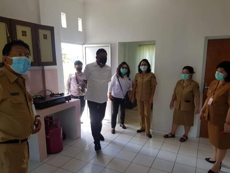 Gubernur Sulut Olly Dondokambey meninjau kelayakan. Rumah Singgah di Mapanget.(Foto: dok/hbm)