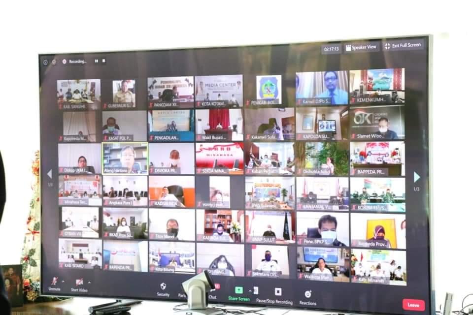 Vidcon Monitoring dan Evaluasi Pelaksanaan Pembangunan di Daerah dan Penanganan Dampak Covid-19, Rabu 20 Mei 2020 dihadiri para bupati dan walikota se-Sulut.(Foto: ist)