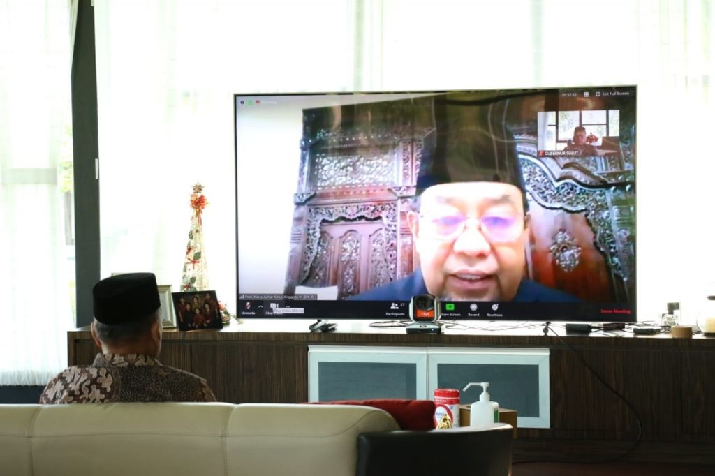 Anggota VI BPK RI, Harry Azhar Azis. secara virtual menyaksikan penyerahan opini BPK RI kepada Pemprov Sulut.(Foto: hbm)