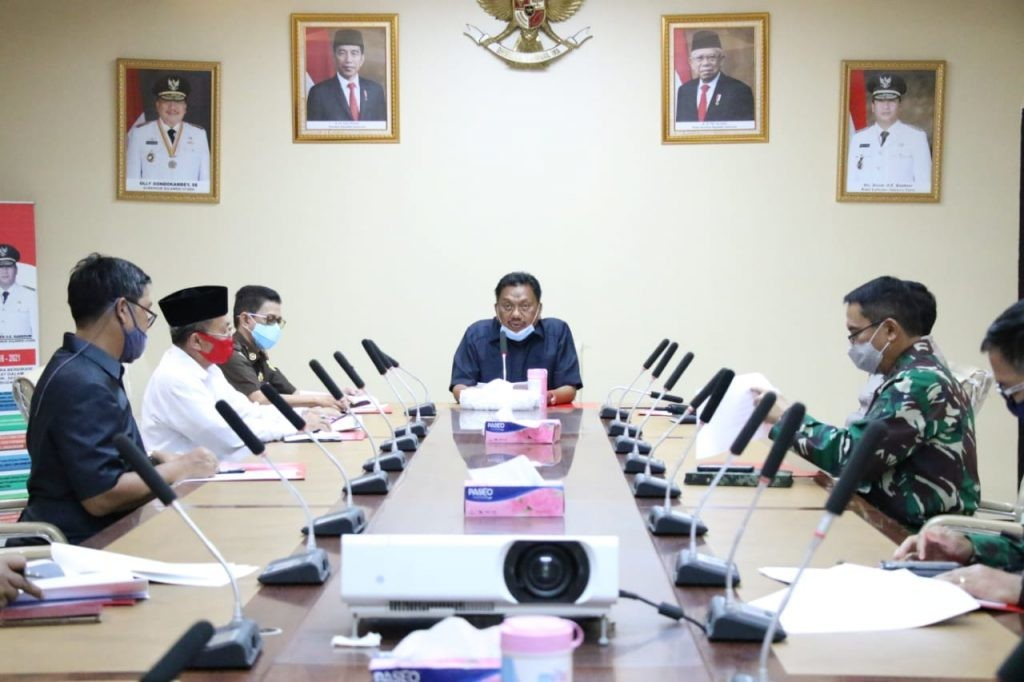 Gubernur dalam rapat koordinasi bersama Forum Pimpinan Umat Islam membahas persiapan Umat Islam dalam menghadapi Hari Raya Idul Fitri 1441 H di tengah pandemi Covid-19.(Foto: ist)