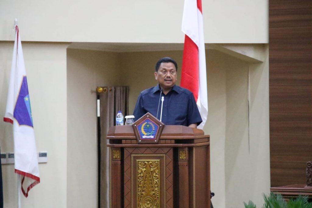Gubernur Sulut Olly Dondokambey memberikan sambutan pada paripurna dengan empat agenda, Selasa 19 Mei 2020.(Foto: ist)