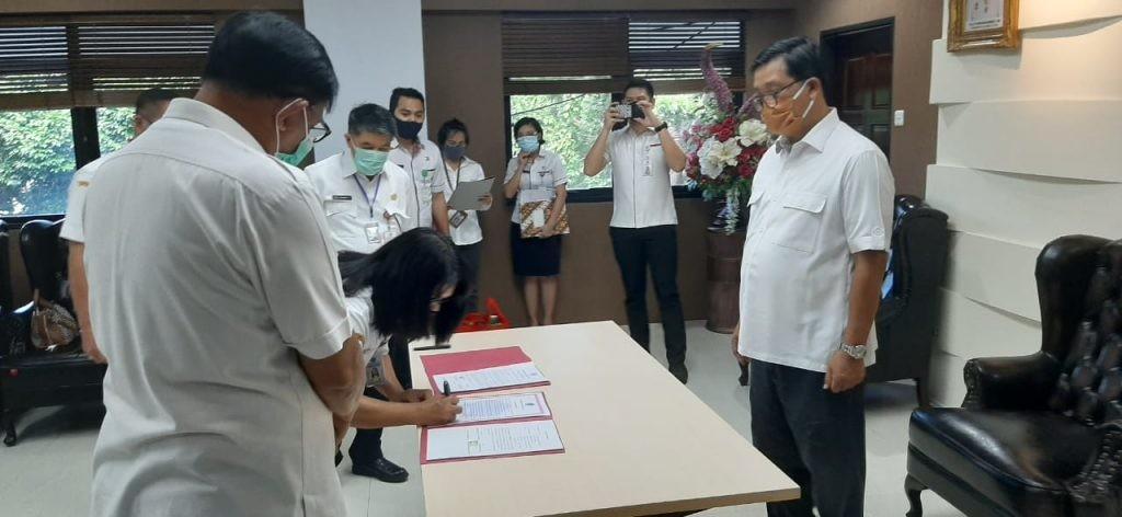 Wagub Sulut Steven O.E. Kandouw melantik Janetta Hermin Anna Lapian menjadi Irban Wilayah V Inspektorat Sulut di Manado, Rabu 20 Mei 2020.(Foto: ist)