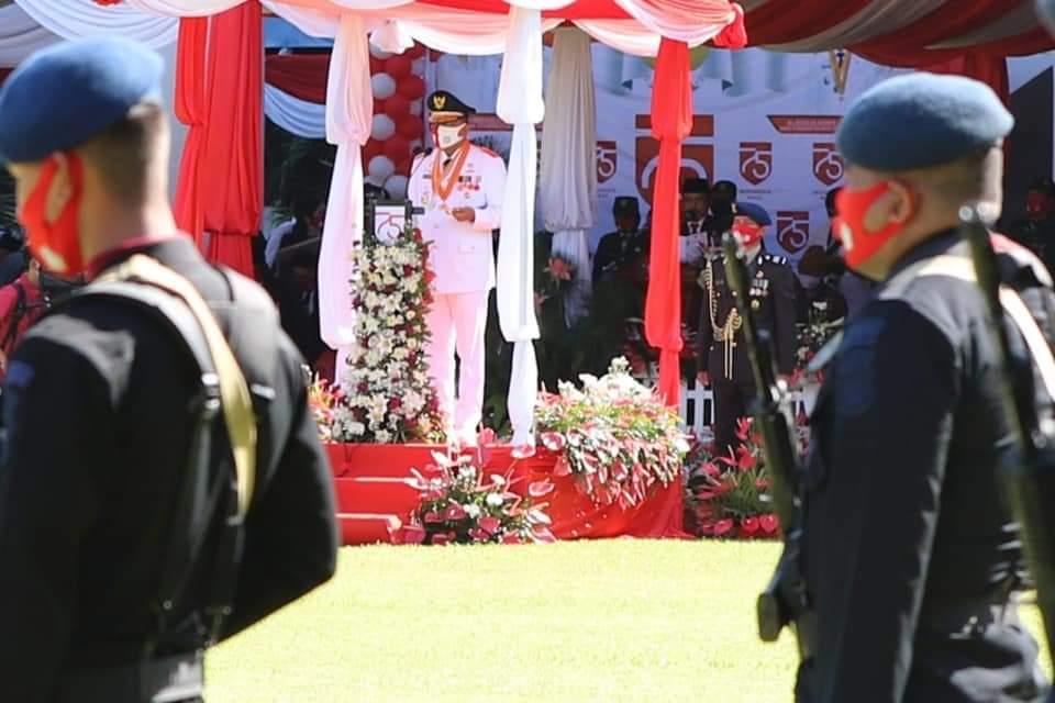 Gubernur Sulut Olly Dondokambey SE sebagai Irup pada upacara penaikan bendera HUT ke-75 tahun Kemerdekaan RI, di halaman kantor gubernur, Senin 17 Agustus 2020.(Foto: ist)
