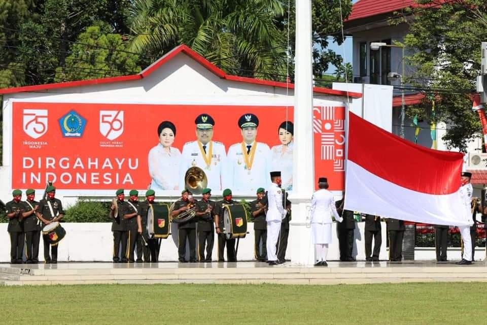 Pengibaran bendera merah putih oleh anggota Paskibraka Sulut.(Foto: ist)